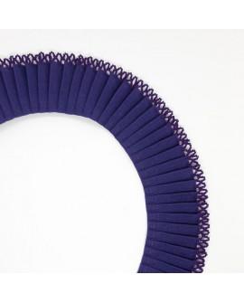 Volante plisado con terminación en puntilla cinta de 3 cms. Adorno decorativo especial para ribetes, remates y acabados.
