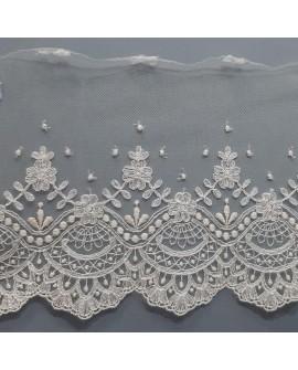 Encaje tul bordado beige. Especial trajes de novias, ceremonias y complementos decorativos. De diseño fino y elegante.