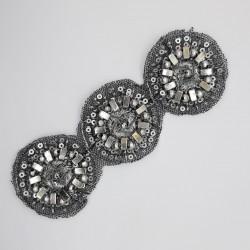 Aplique fantasía color plata vieja con circulos y piedras brillantes, diseño elegante y moderno para tus prendas y complementos