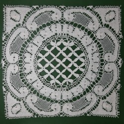 Aplique cuadrado bolillo algodón ideal para decorar toallas, mantas, manteles,... pieza clásica de color blanca