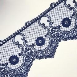Encaje tul bordado de color azul marino oscuro. Ideal para darle a tus prendas y complementos un toque distinguido.