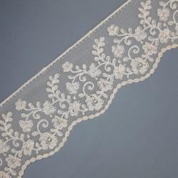 Encaje con tul bordado de color beige y 4,5 cms. Cinta decorativa especial para prendas y complementos de novias