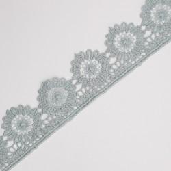 Encaje guipur 3 cms con acabado en flor de color verde seco, ideal para trajes regionales, sábanas, toallas, colchas,... y mucho