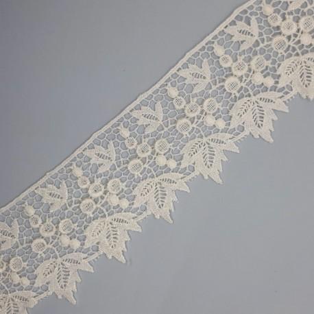 Encaje guipur blanco con hojas de 5 cms. Ideal para dar volumen y elegancia a tus prendas y complementos.