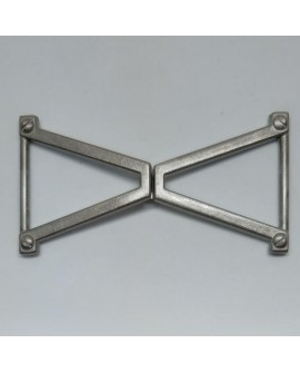 Cierre metálico decorativo, de diseño cruzado y moderno de color plata vieja