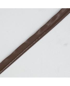 Cinta vivo polipiel con cordón de color marrón. Especial para remate y acabados en prendas y complementos.