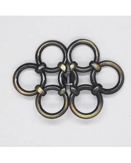Broche metálico de color oro viejo con círculos decorativos. Especial para prendas y complementos tanto de fiesta como casual.