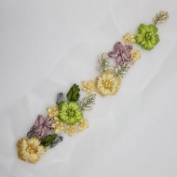 Aplicación floral fantasía verde pistacho. Adorno elegante y distinguido para prendas y complementos