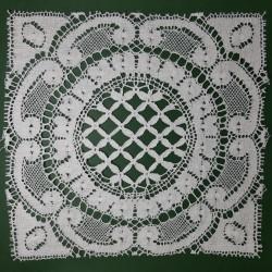 Aplique bolillo de color blanco de algodón y diseño cuadrado. Ideal para decorar toallas, mantas, manteles,... pieza versátil.