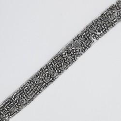 Galón plata vieja de 1 cms con tubitos decorativos. Diseño novedoso con posibilidades infinitas.