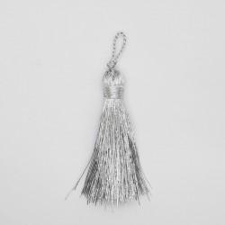 Borla metalizada plateada, brillante y elegante. Especial para actos religiosos. Ideal para adornar cojines, cortinas, bolsos,..