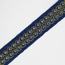 Galón decorativo con círculos metalizados de color azul. Especial para remates y acabados en prendas y complementos.