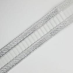 Cinta tejida metalizada de 3,5 cms de color plata. Adorno clásico y elegante para remates y acabados en prendas y complementos.