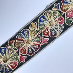 Galón flores multicolor. Especial para remates, acabados o decorativo en prendas y accesorios.