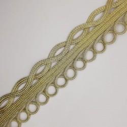 Galón dorado metalizado 4 cms, original y elegante. Ideal para prendas y complementos. Pieza versátil para diversos proyectos.