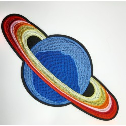 Aplicación termoadhesiva con dibujo de satélite de 10 x 22 cms. Ideal para prendas y complementos juveniles.