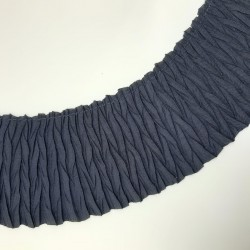 Plisado arrugado de 8 cms de color azul marino. Ideal para dar longitud y volumen a tus prendas y complementos.