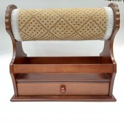 Mundillo para bolillos de madera con cajón ideal para guardar herramientas y complementos.