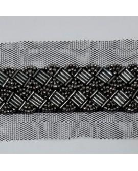 Tira pasamanería abalorios de color negro pavonado y tul decorativo. Ideal para decorar o reparar prendas y complementos.