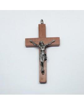 Cruz clásica de madera con imagen plateada.