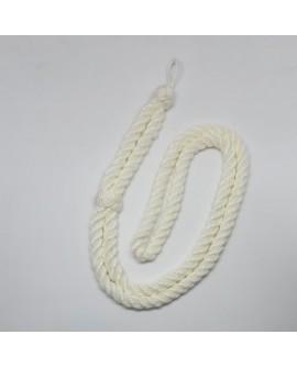 Cordón clásico de color marfil. Ideal para primera comunión, cofradías y actos religiosos. De diseño sencillo y tradicional