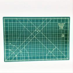 Base tabla de corte marcada con dimensiones para costura y patchwork.