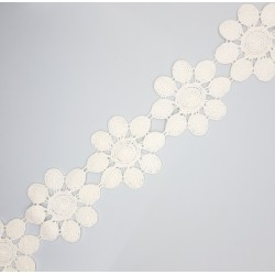 Galón flores beige algodón de 5 cms, adorno especial para prendas infantiles. Pieza versátil para un sin fin de proyectos decora