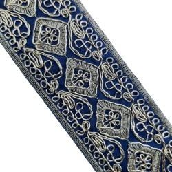 Galón pasamanería bordada lamé  de color azul marino. Ideal para remates y acabados en prendas y complementos.