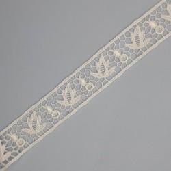 Entredos encaje guipur blanco con hojas decorativas de 2 cms.