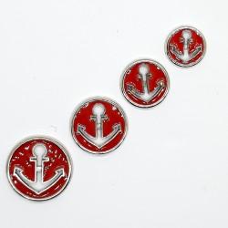 Botón marinero metálico con ancla decorativa de color rojo.