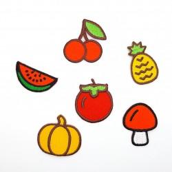 Aplicaciones de frutas termoadhesivas de 3 cms. Parches divertidos para adornar prendas y complementos.