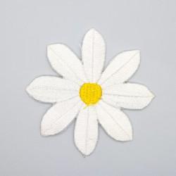 Aplicación margarita bordada termoadhesiva de 7 cms decorativa. Parche floral para embellecer prendas y complementos.