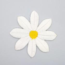 Margarita bordada termoadhesiva de 7 cms aplicación decorativa.