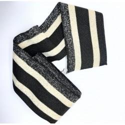 Elástico cinturilla, puños y bajos en pantalones. Ideal para patente en prendas y complementos tanto de fiesta como casual.