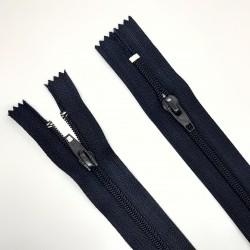 Cremallera de doble cursor cerrada de 66 cms de color azul marino. Especial para monos de trabajo.
