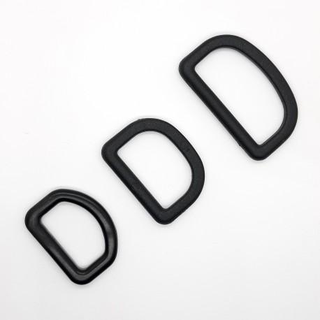 Piquete o anilla semicircular de plástico negro, para ajustar cinta de mochila, bolsos, cinturones,... resistente y duradero.