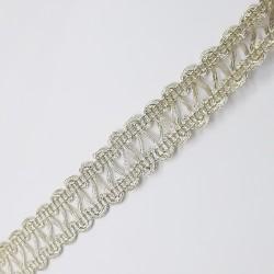 Galón pasamanería metalizada de color oro claro y 1,5 cms. Pieza versátil para infinidad de proyectos decorativos.