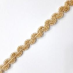 Galón pasamanería metalizada 1 cm con ondas decorativas de color dorado. Pieza elegante para infinidad de proyectos decorativos.