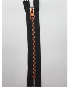 Cremallera negra con malla de color cobre. Especial para faldas y bolsos.