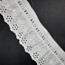 Tira bordada fruncida con pasacinta blanca de 7 cms