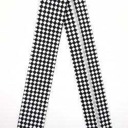 Bies geométrico de 3 cms con rombos negros y blancos decorativos. Ideal para remates y acabados en prendas y complementos.