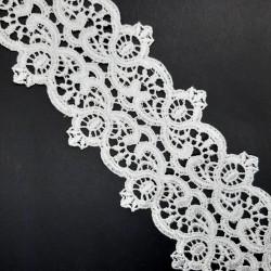Entredos de guipur 8 cms. Encaje con puntas color blanco roto. Se puede cortar fácilmente para dividirlo por la mitad.
