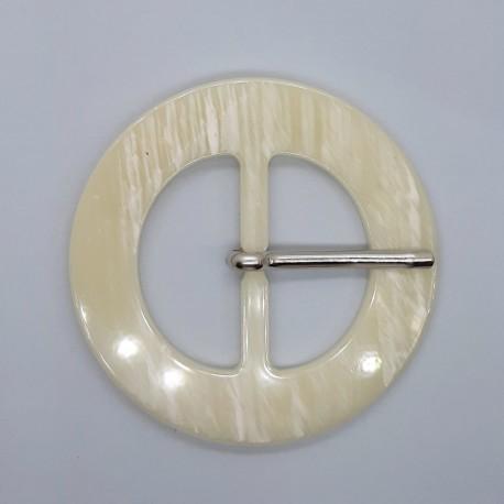 Hebilla acrílica 4 cms color crema jaspeada. Accesorio sencillo especial para cinturones.