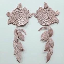 Aplique bordado flores termoadhesiva de color rosa maquillaje.