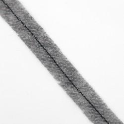 Cinta pasaman negro termoadhesivo para evitar que estiren los escotes.
