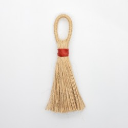 Borla yute 9 cms. Adorno color saco natural decorativo.
