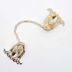 Broche pinza con piedra de cristal y cadena dorada