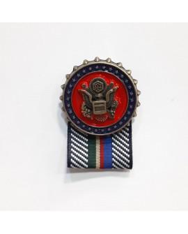 Broche insignia militar oro viejo. Para darle a tus prendas y complementos un toque clásico y elegante. Ideal para disfraces.