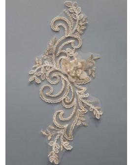 Aplicación bordada dorada fantasía. De diseño clásico y elegante, para tus prendas y complementos de fiesta, gala, ceremonias,..