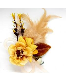 Aplique de flores secas decorativo. Adorno decorativo con broche y pinza. De diseño elegante y original.